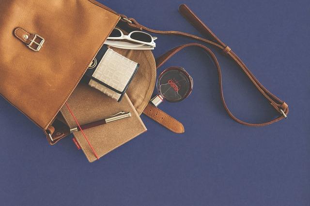 vysypaná kabelka