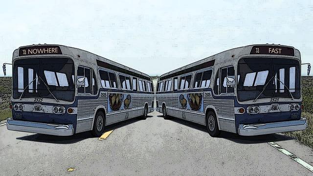 V dálkovém autobuse se musíme připoutat