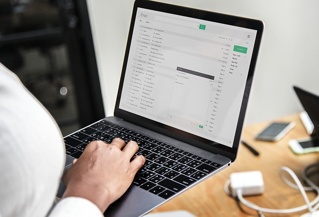 Žrouty času nejsou jen sociální sítě, ale i email!