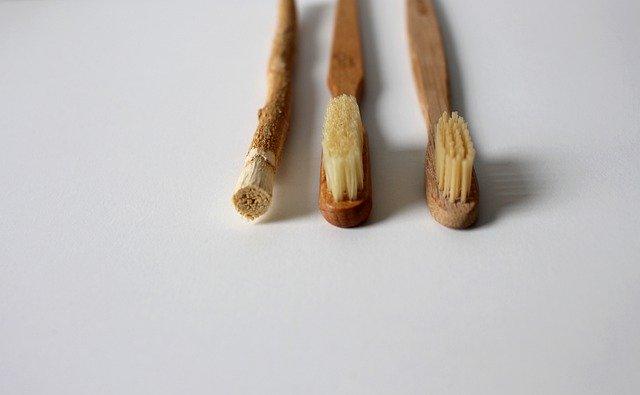 Dřevěné zubní pomůcky