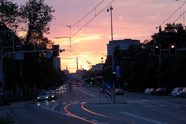 provoz ve městě v podvečerních hodinách