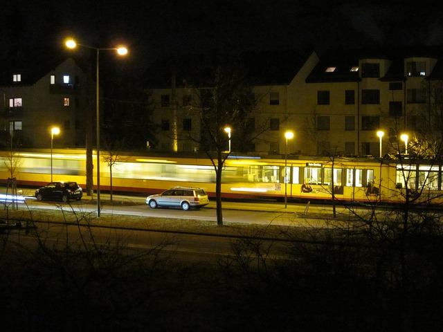 večerní jízda osvětleným městem